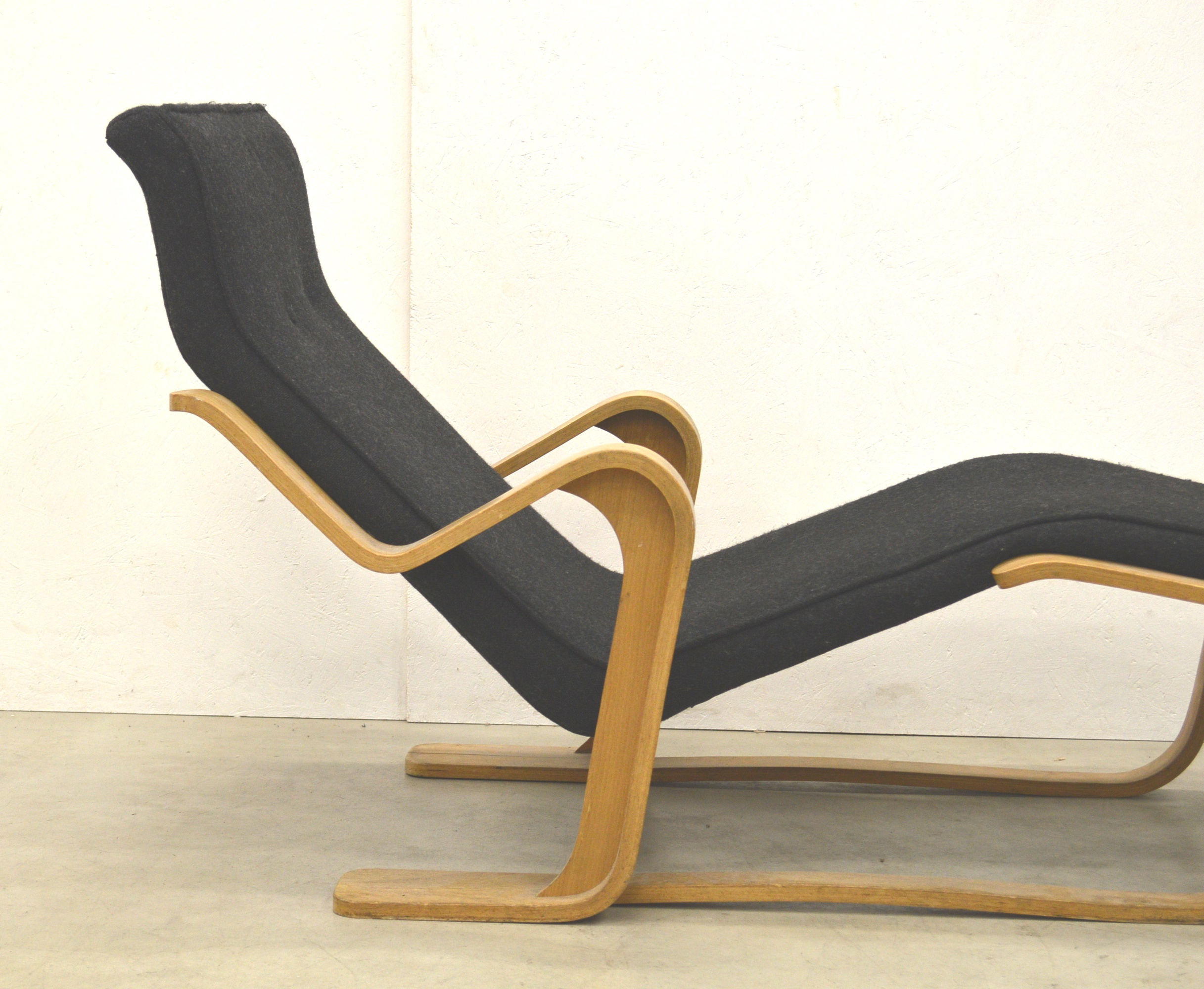 Marcel Breuer Chaise Longue by Isokon 40s | Interior Aksel