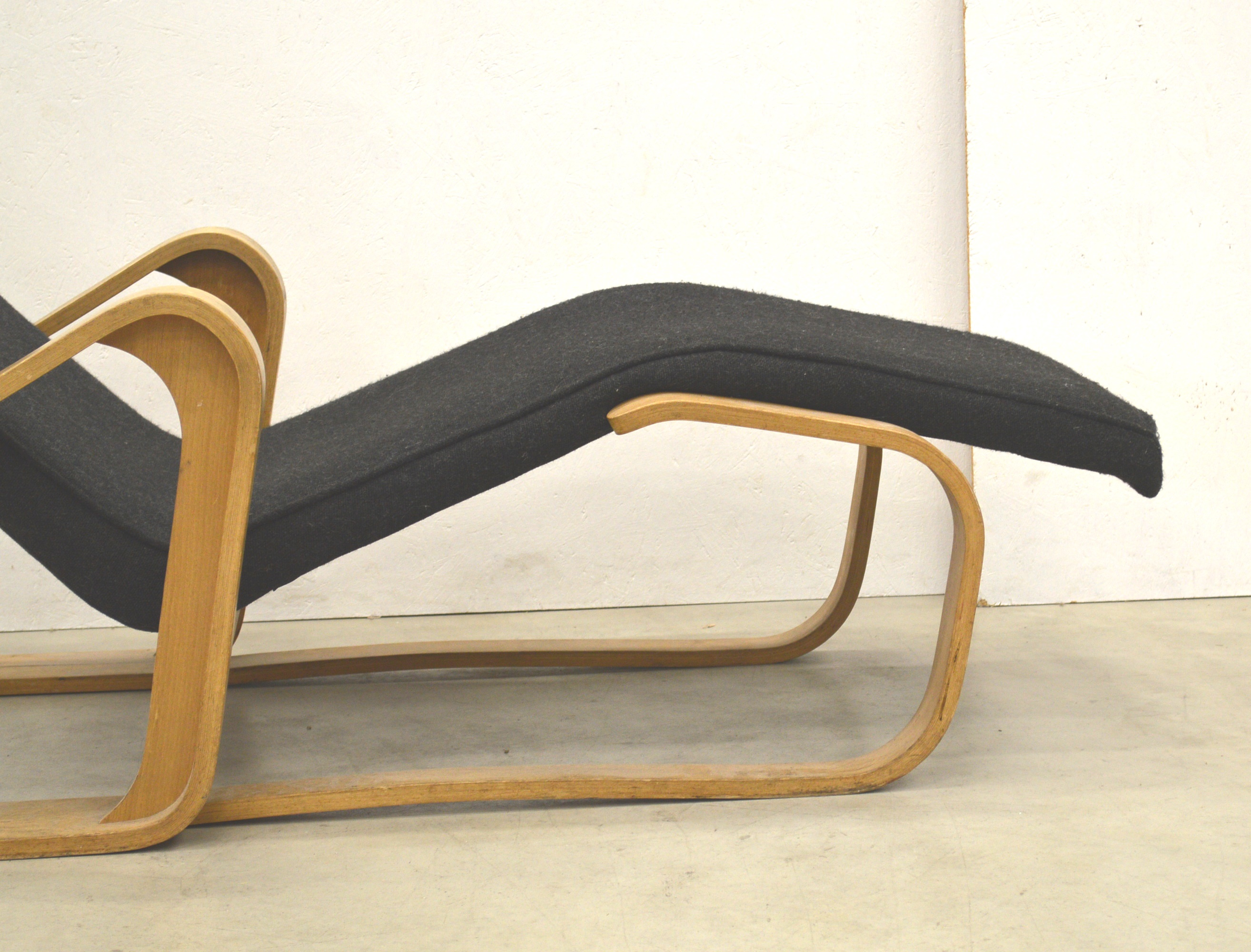 Marcel Breuer Chaise Longue by Isokon 40s   Interior Aksel
