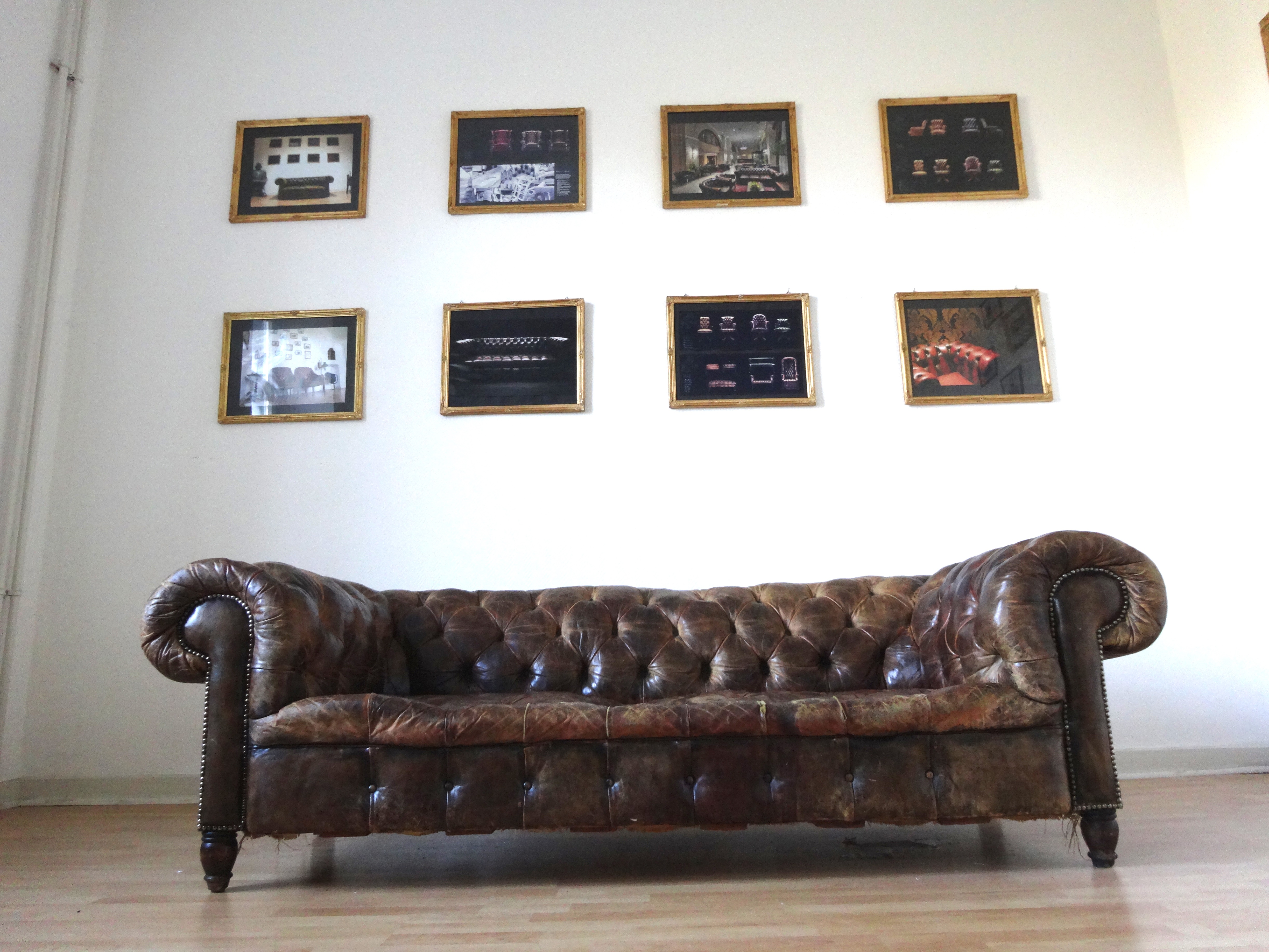 Victorian Chesterfield Sofa 1880 | Interior Aksel