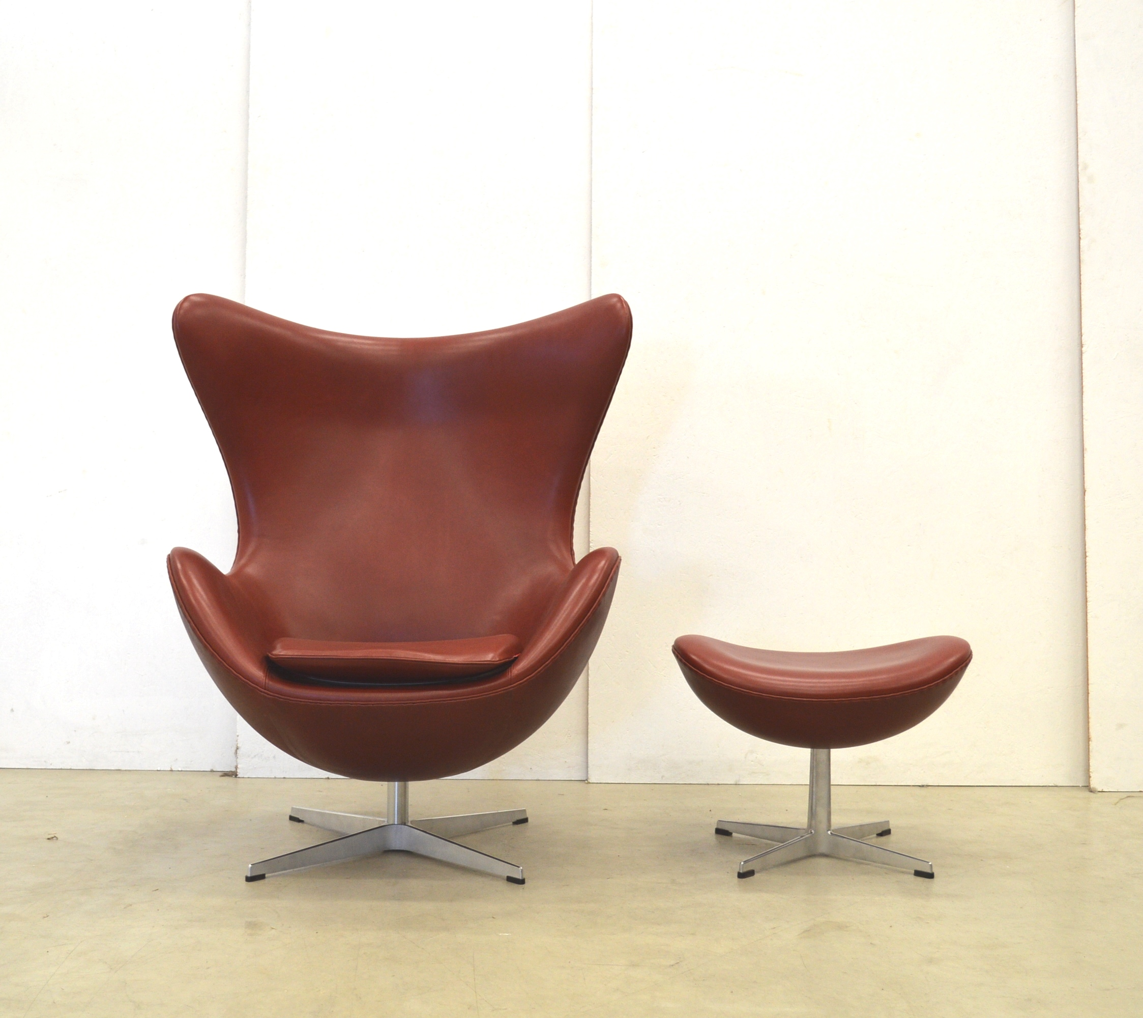 Arne Jacobsen Egg Chair Ottoman By Fritz Hansen Indian Red