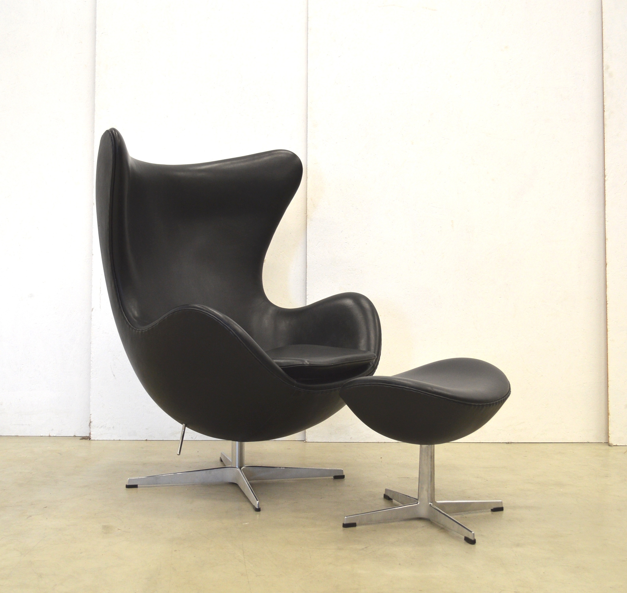 Arne Jacobsen Egg Chair By Fritz Hansen Black Leather Interior Aksel