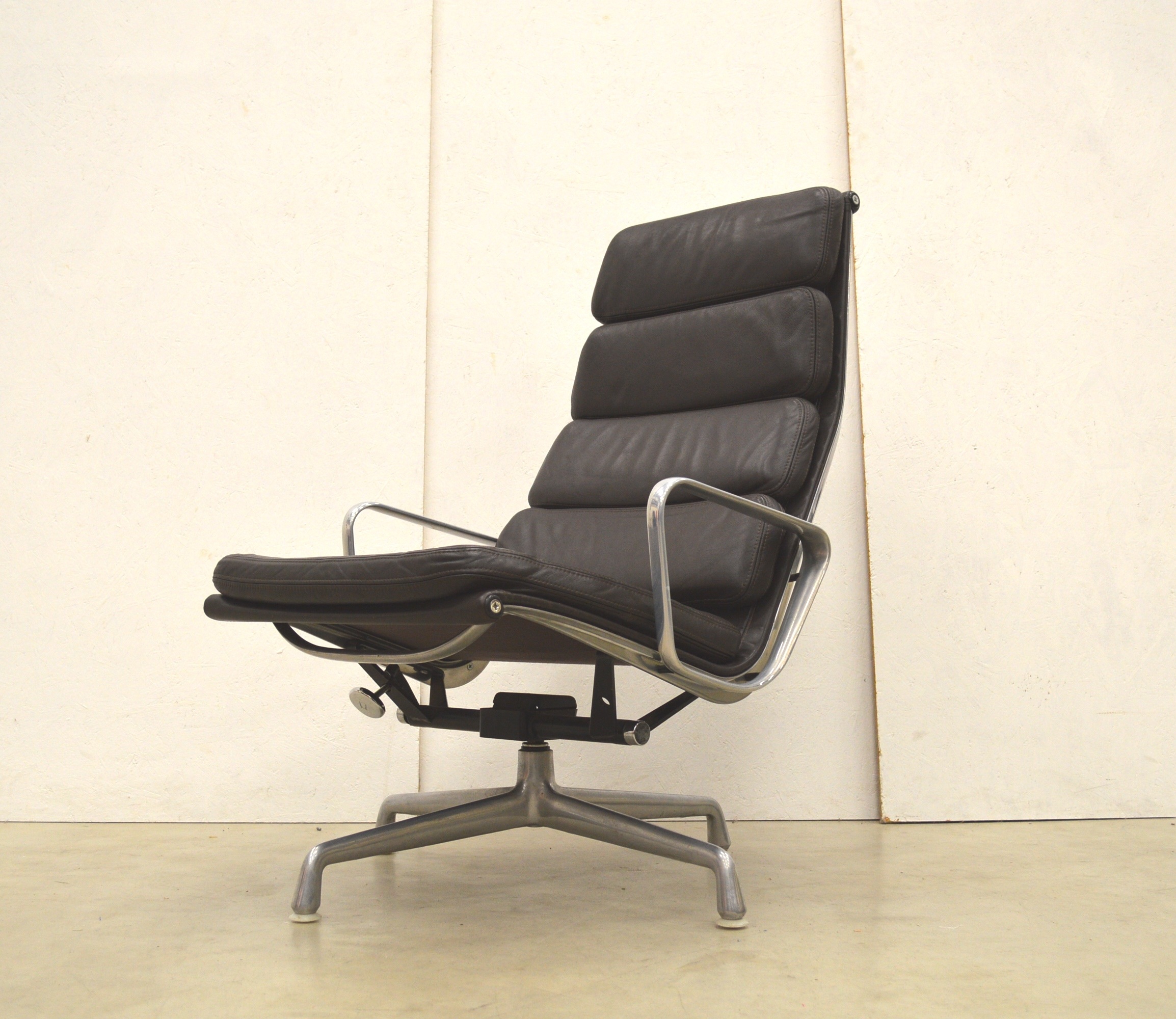 Herman Miller Ea222 Soft Pad Lounge Chair By Charles Eames