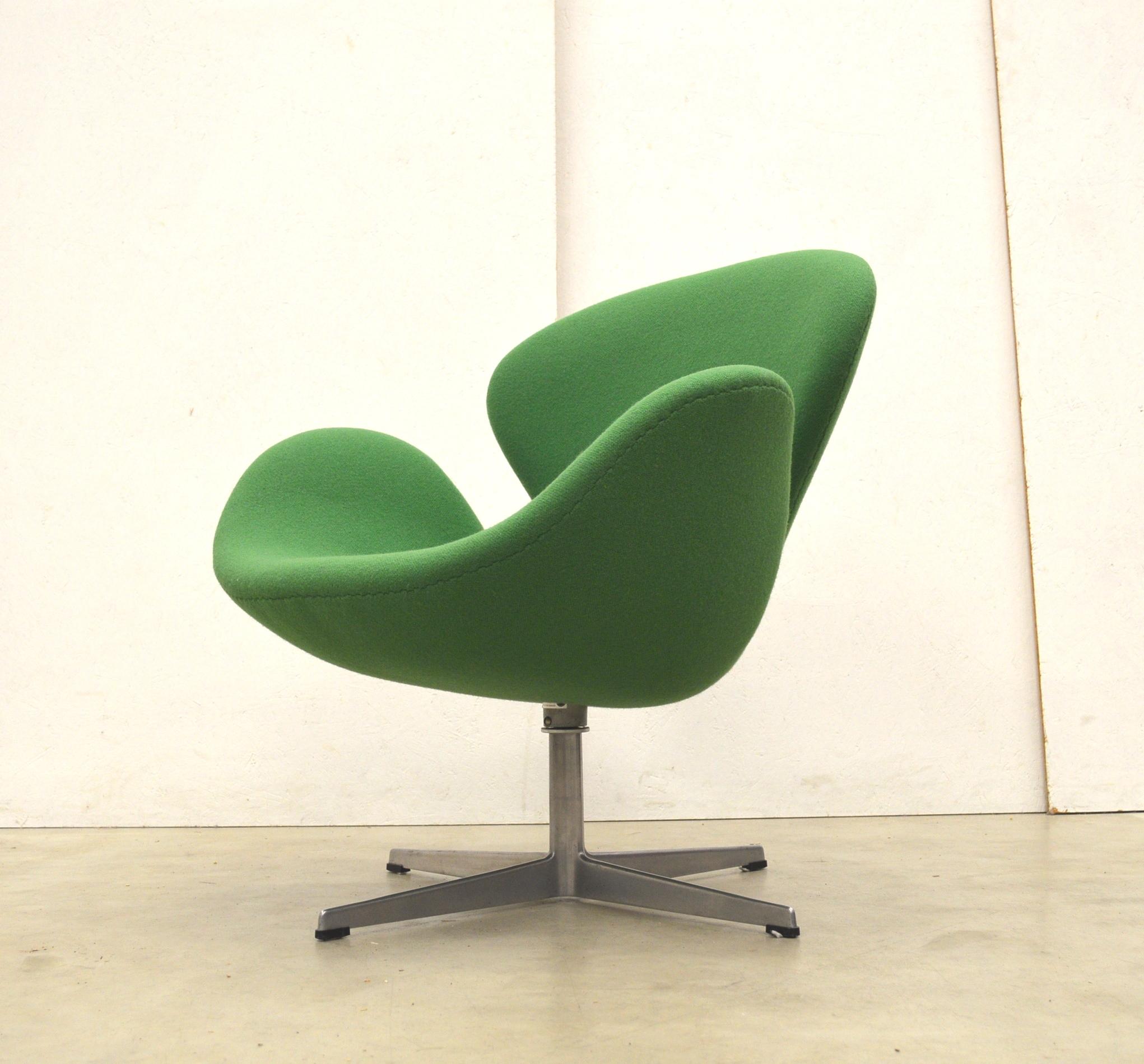 Early Green Fritz Hansen Swan Chair By Arne Jacobsen 1969 Interior