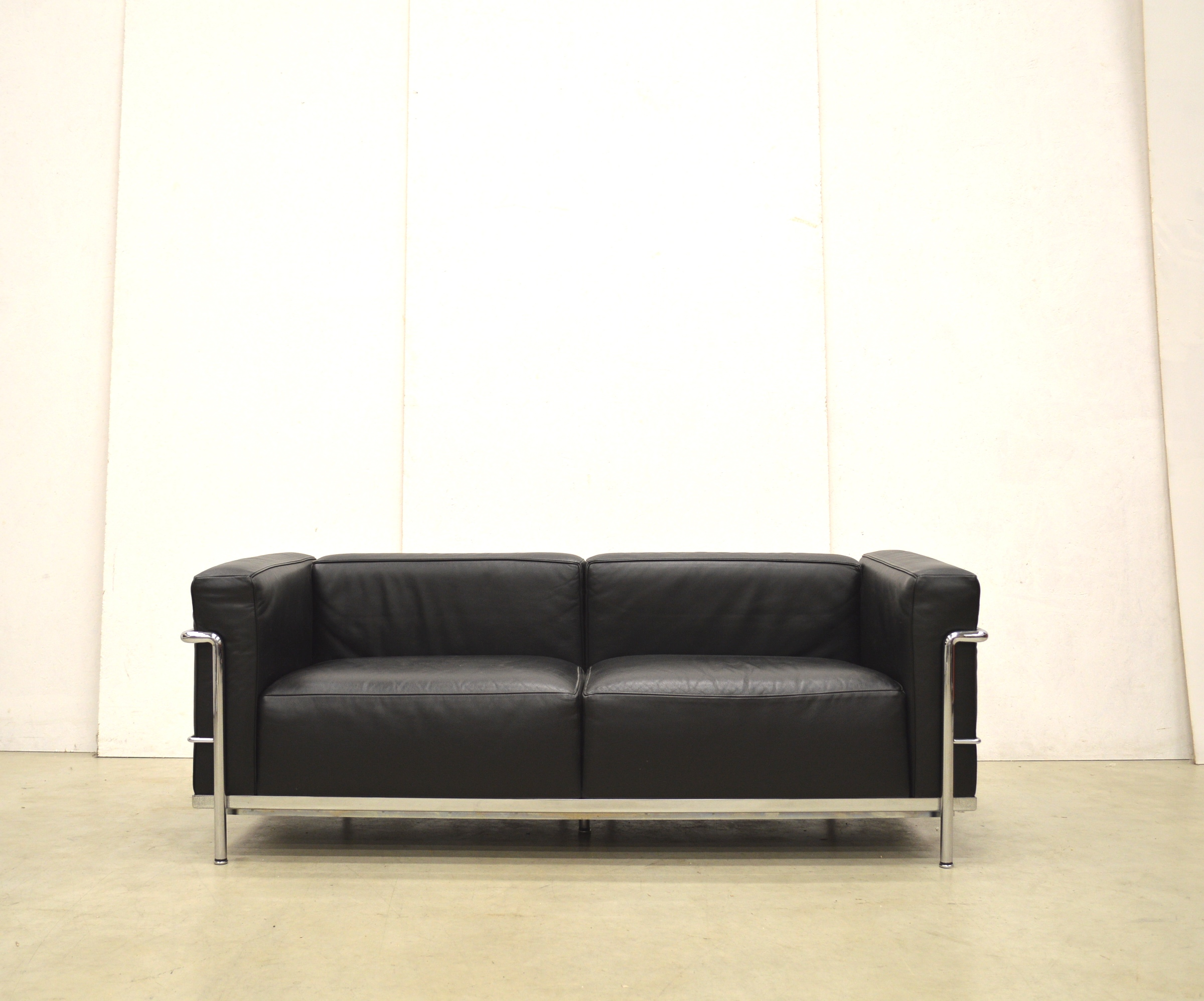 Cassina Lc3 2er Sofa By Le Corbusier Pierre Jeanneret Interior Aksel