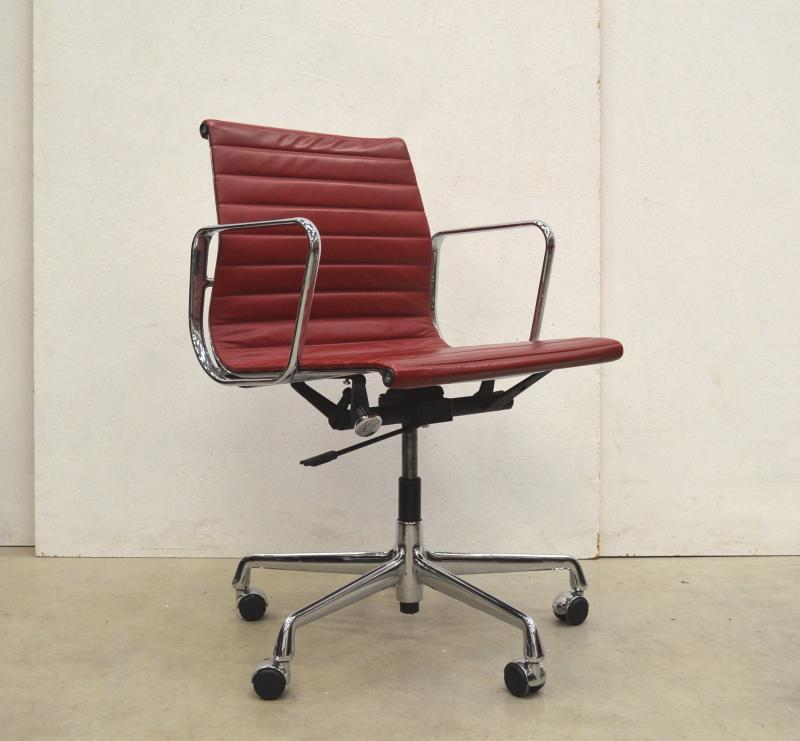 Vitra EA117 Eames Alu Office Chair Leather Interior Aksel Design Paris London Amsterdam Delivery